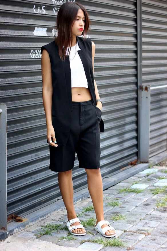 black-and-white-minimal-outfit-look-birkenstock-sandals-outfit-spring-2014-05
